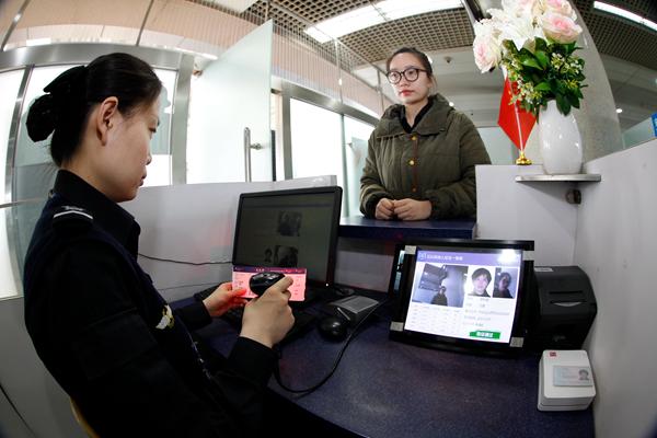 """青岛机场""""刷脸""""安检测试运行识别时间只要2秒"""