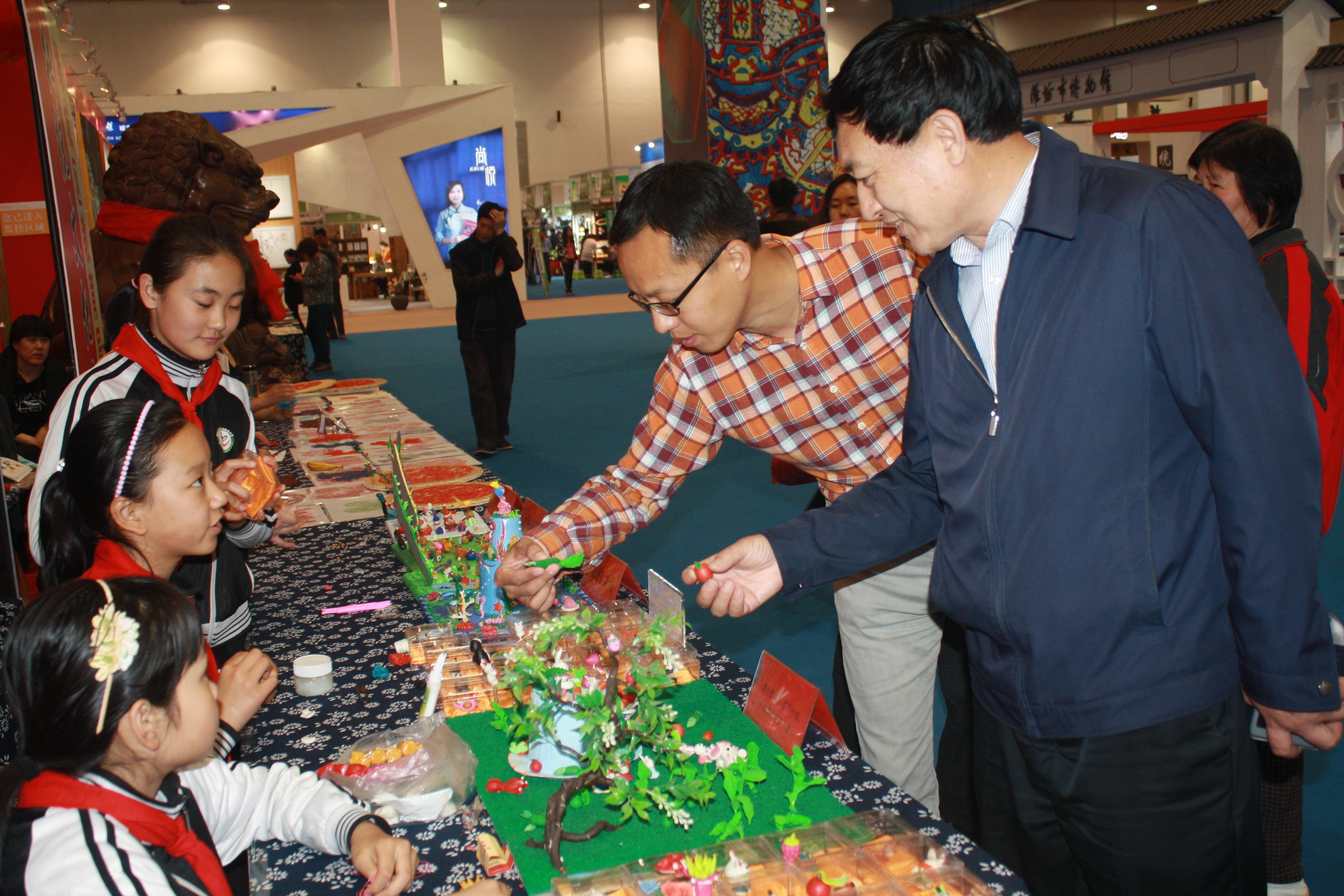 山东省文物局领导到潍坊调研文创产品开发工作