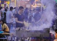 顶风而上!济南一烧烤店任性排放烟气,市民直呼太呛人