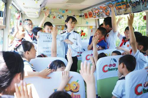 """青岛打造""""流动食药课堂"""" 地铁公交上科普食药知识"""