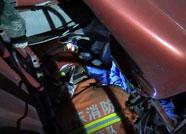 滨州:省道三车相撞一人被困  惠民消防紧急救援