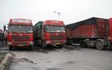 聊城交警查扣11辆超载货车 核载30吨实际拉100余吨
