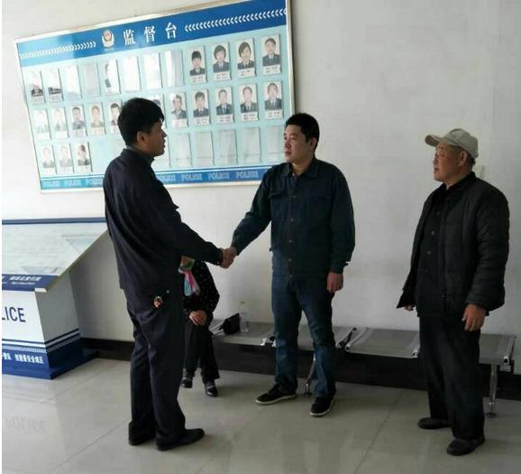 青岛:老夫妇寻子无音讯  民警几经周折助团聚