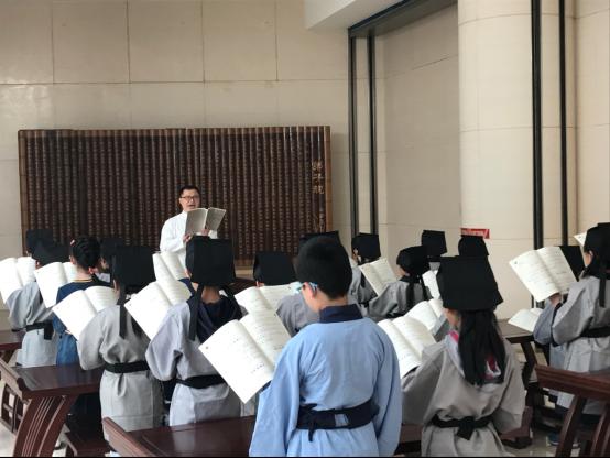 潍坊图书馆开启阅读嘉年华 多彩活动迎接世界读书日