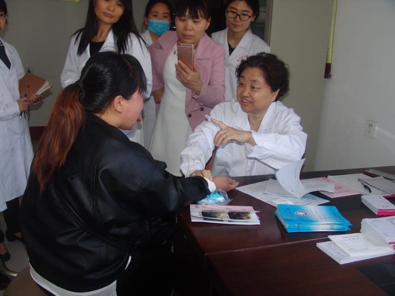 全国人大代表、著名医学专家孙伟来菏讲座义诊
