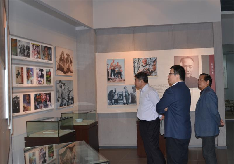 山东省文物局领导一行到潍坊调研古生物化石保护工作