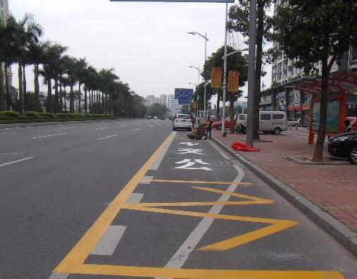 临沂优化85个路口机动车边缘线 140个路口信号灯周期压缩
