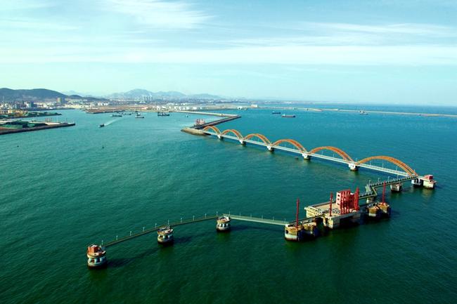 日照港岚山港区第三座30万吨级原油码头预计10月份建成