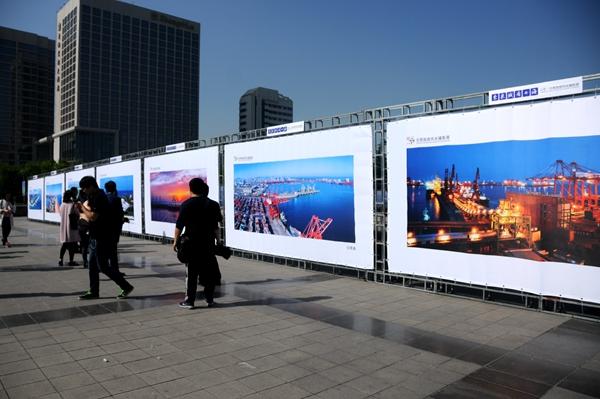 来泉城看海!日照旅游风光摄影展在济南泉城广场开幕