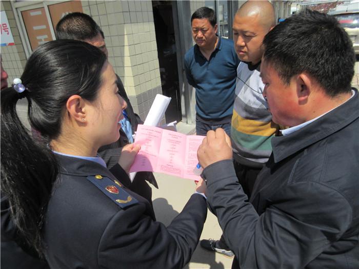 """潍坊创新社区管理 发放便民服务卡搭建干群""""连心桥"""""""