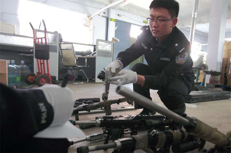 安丘端掉一非法制枪窝点 缴获枪形物15支、子弹900余发