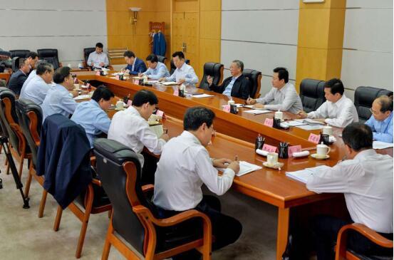 刘家义主持召开专家学者座谈会就加强我省党的建设加快新旧动能转换听取意见建议