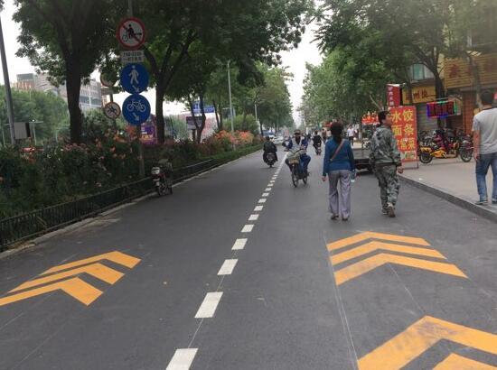 济南市区主干道设电动车专用道,路标施划即将完成
