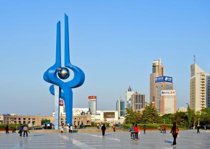 济南市十六届人大常委会举行第二次会议