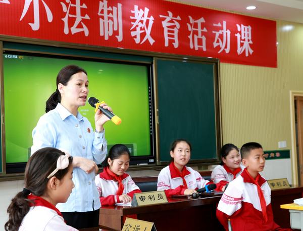 """郯城县法院开展""""与法相伴,走好青春每一步""""主题法制教育活动"""