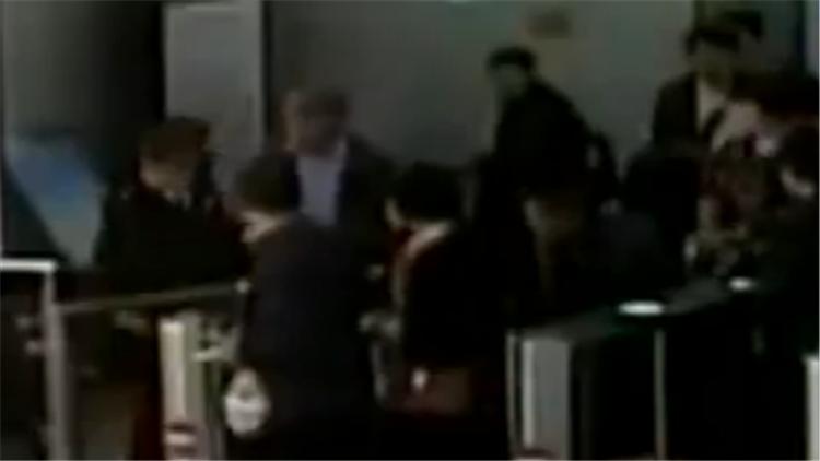 122秒|威海:逃票被查 男子竟殴打检票员