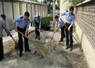 日照开发区公安分局积极开展创城义务劳动