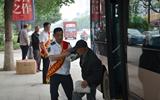 聊城:50余名公交志愿者走上街头 引导市民文明乘车
