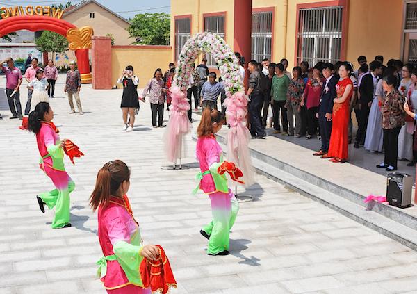 """农村婚礼吹起""""简约风"""",胶州首家村办喜事大厅开张"""