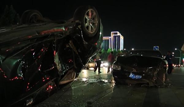 潍坊寿光市农圣街一车辆逆行失控致5车相撞