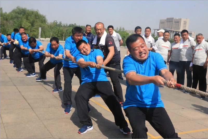 莱芜钢城区举办拔河比赛 拉开全民健身月序幕
