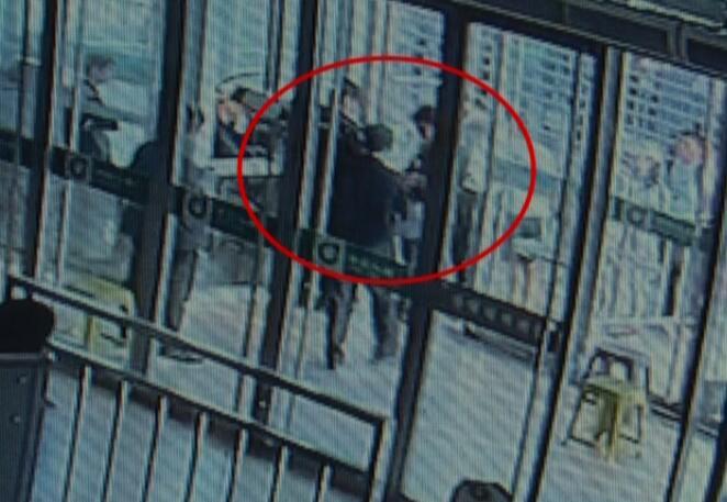 """84秒丨""""老赖""""冒用他人身份证购票 淄博乘高铁被抓"""