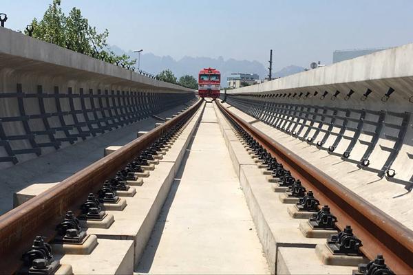 又有大进展!青岛地铁13号线一期高架段轨通