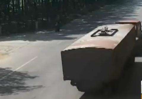兖州:拖拉机与轿车相撞 一人抢救无效死亡
