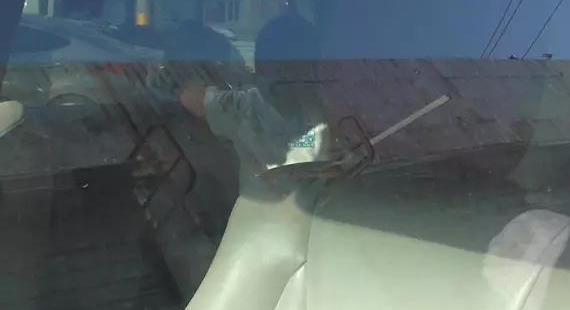 妈妈去买菜高温下济南3岁男孩被锁车内大哭,好心人救援