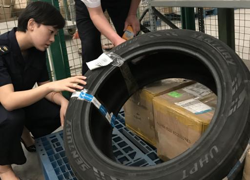 """青岛机场口岸连续查获无""""3C""""认证入境轮胎"""