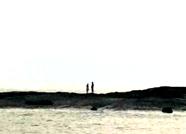 日照:俩游客礁石上观日出 海水涨潮后被困
