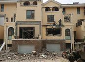 费县别墅区21户业主违法扩建被强制拆除