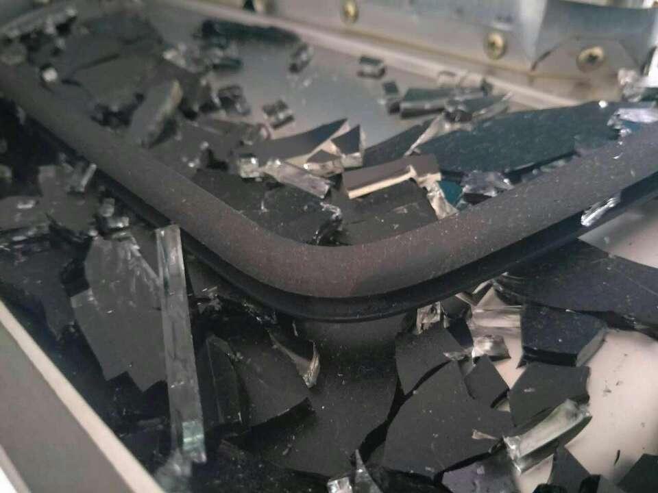 枣庄一市民家的油烟机突然爆炸 厂家:产品不退 换块新玻璃