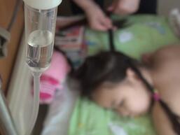 济南被公交撞伤女孩植皮成功 好心护士全程救护赢抢救时间