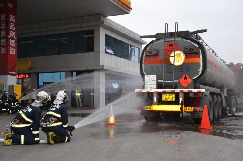 潍坊高新消防走进壳牌加油站开展消防演练