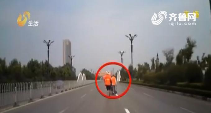 济宁:司机开车走神 道路中央撞上划线工人