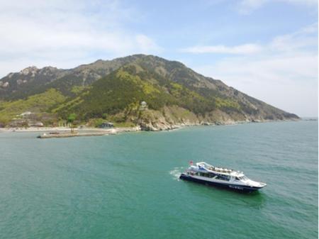 """青岛崂山旅游推出""""海上看日出""""每天一班凌晨四点多发船"""