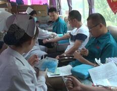 """世界献血者日""""我能做什么""""?市民撸起袖子来献血"""