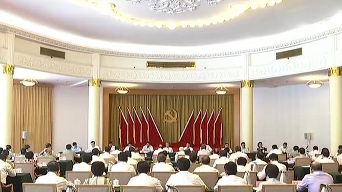 省第十一次党代会主席团举行第四次会议