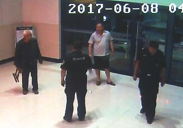 94秒|淄博老人外出迷路徒步30公里 出租司机民警相助还家