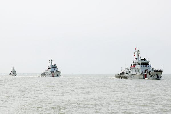 山东江苏海警联合巡航执法 严查伏季休渔期违法捕渔行为