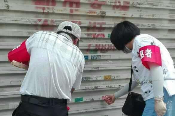 枣庄市中环卫局助力文明城创建 清理野广告千余处