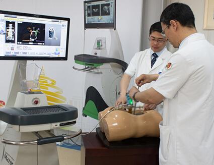 青大附院引进脊柱手术机器人 系山东省首家