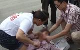 淄博:女子骑车上路突发癫痫 爱心市民自发齐心救助