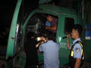 重型货车追尾司机腿部被卡 日照巨峰派出所民警及时救援
