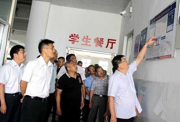 省食药监局副局长陈耕一行到临沭县视察工作