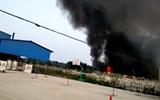 聊城市东昌府区一饲料厂发生火灾 消防紧急救援无人员伤亡