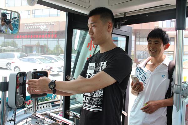 全国首例!青岛31路公交可刷支付宝微信了