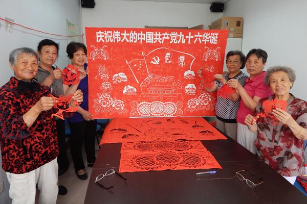 献礼七一|青岛大姨绣2米剪纸作品回顾党史