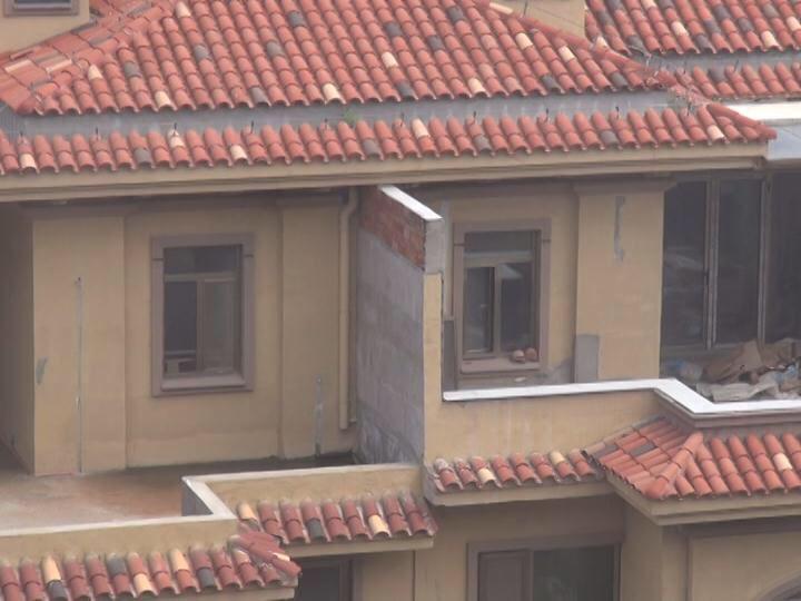济南高档小区违建调查:永大清华园13幢楼幢幢有违建